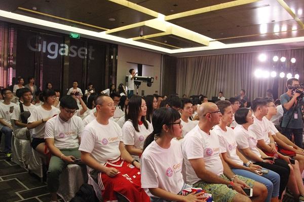 Die Chinesischen Fans freuen sich über das von Gigaset arrangierte Fan-Treffen