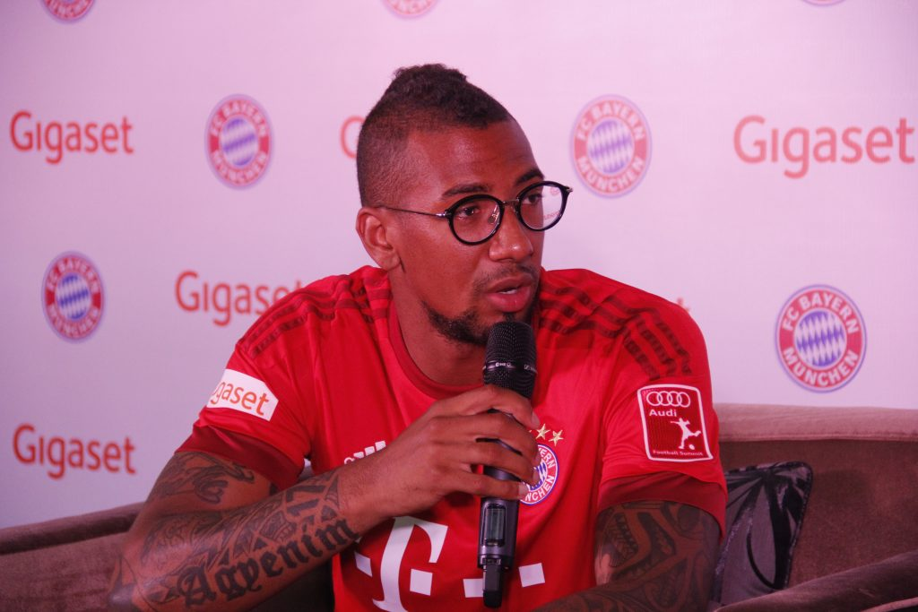 Jérôme Boateng im Interview mit Fans