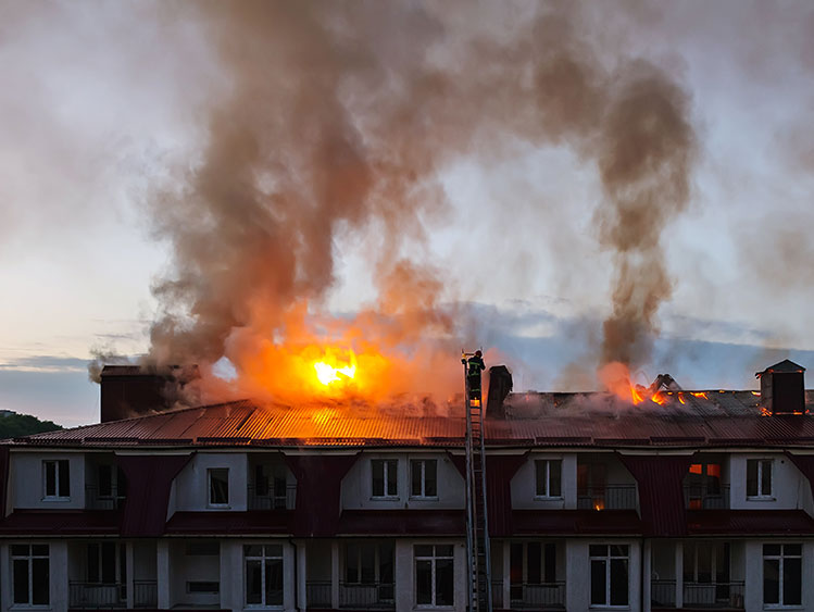 Gigaset-smoke-haus-in-flammen